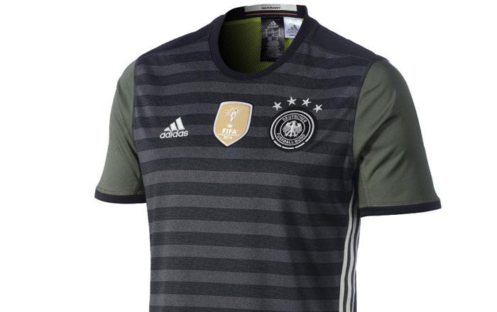 Das neue DFB-Trikot 2016 zum wenden als Auswärtstrikot